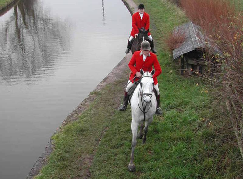 Cheshire Forest Hunt on canal towpath in 2002